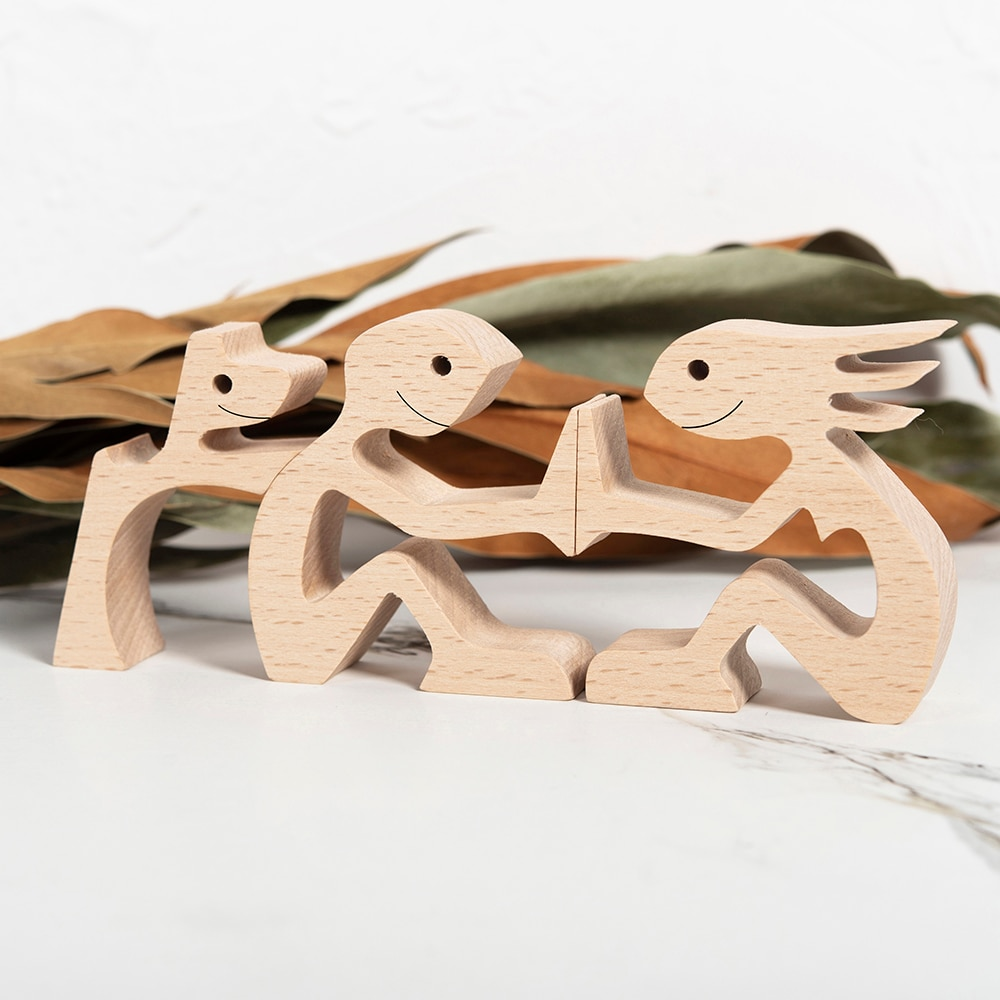 A family Of Four Indoor statue Room Desk Decor Wooden Man And Child Wood Craft Home Decoration Mini Figurines Housewarming Gift